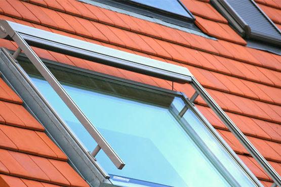 Comment nettoyer une fenêtre de toit en hauteur